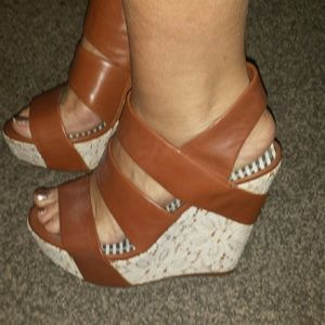 Gianni Bini tan white lace wedges 6.5